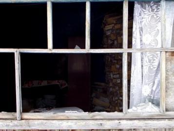 В Бугуруслане женщина залезла в чужой дом, украла из матраца деньги и избила хозяйку