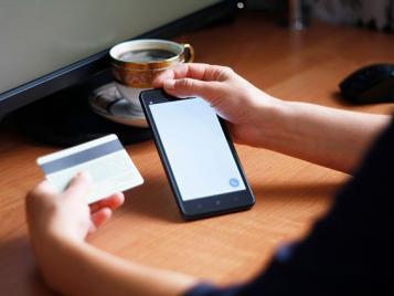 Не сообщайте никому данные своих банковских карт, CVC-коды на обратной стороне