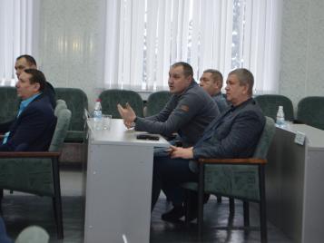 Сегодня в здании администрации под председательством В.Б. Квашнева прошло очередное заседание городского Совета депутатов