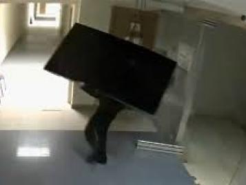 Полицейские Бугуруслана задержали подозреваемого в совершении кражи бытовой техники из квартиры.
