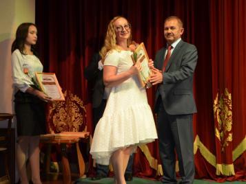 Вчера, в преддверии профессионального праздника – Дня медицинского работника в Бугурусланском драматическом театре состоялись торжественные мероприятия